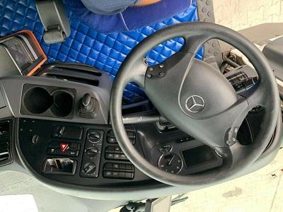 الشركة الدولية للتجارة والخدمات  راس قاطرة  Mercedes  Actros  1844 سنة الصنع 2013