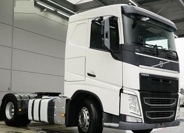 الشركة الدولية للتجارة والخدمات  راس قاطرة  Volvo  FH13  420 سنة الصنع 2014