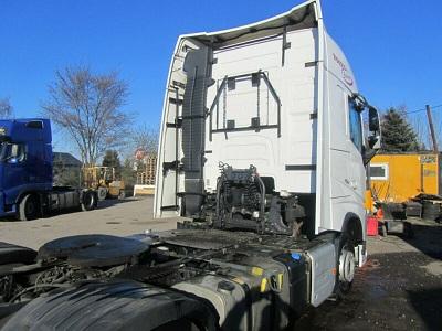 الشركة الدولية للتجارة والخدمات  راس قاطرة  Volvo  FH13  460 سنة الصنع 2014