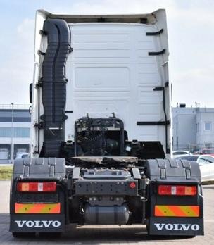 الشركة الدولية للتجارة والخدمات  راس قاطرة  Volvo  FH13  460 سنة الصنع 2013