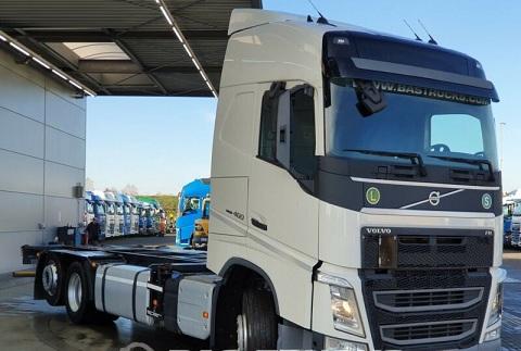 الشركة الدولية للتجارة والخدمات  شاصي طويل  Volvo  FH13  460 سنة الصنع 2015